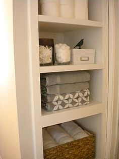 Linen closet organization - As mushrooms and side tables, clothes closets are a space in the home that tend to end up as storage for anything and Diy Casa, Organization Hacks, Bathroom Organization, Organized Bathroom, Organizing Ideas, Organized Home, Built In Bathroom Storage, Organized Closets, Closet Organisation