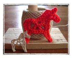 ダーラナホースのモチーフの作り方|編み物|編み物・手芸・ソーイング | アトリエ|手芸レシピ16,000件!みんなで作る手芸やハンドメイド作品、雑貨の作り方ポータル