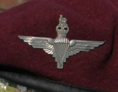 Why do the Parachute Regiment wear a maroon beret? The maroon beret was introduced to the airborne forces during World War 2 in 1942 at the direction of General Frederick Browning, who was commander. Ride Of The Valkyries, Military Beret, Airborne Army, Tattoo Uk, Army Tattoos, Parachute Regiment, Military Units, Military Insignia, Paratrooper