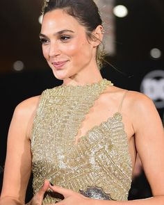 She never fails to amaze on the red carpet  Her and Amber are so mf cute!! #galgadot