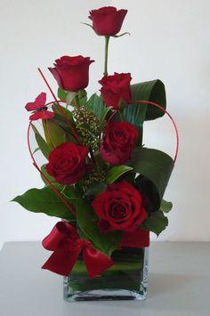 ikebana or whatever Valentine's Day Flower Arrangements, Rosen Arrangements, Church Flowers, Pretty Flowers, Silk Flowers, Flowers Bunch, Nice Flower, Floral Flowers, Deco Floral