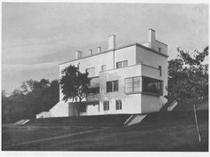Modern Villa in Brno, Czech Republic, designed by architect Ernst Wiesner in Source: bam. Residential Architecture, Contemporary Architecture, Architecture Design, Classic Architecture, Bauhaus, Streamline Moderne, Constructivism, Art Deco Home, Famous Architects