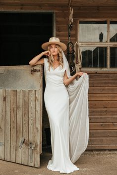 Belle & Bunty London's silk crepe Tallulah dress in ivory. An effortlessly cool, simple bridal look for a sassy bride with a vintage feel. Plain Wedding Dress, Top Wedding Dresses, Sweetheart Wedding Dress, Classic Wedding Dress, Designer Wedding Dresses, Wedding Gowns, Minimalist Wedding Dresses, Bridal Fashion Week, Bridal Looks