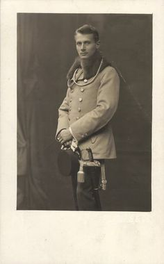 Hot Vintage Men: The Dashing Young Soldier