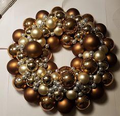 Julekrans med julekugler Ornament Wreath, Ornaments, Blog, Christmas, Home Decor, Tips, Dekoration, Xmas, Decoration Home