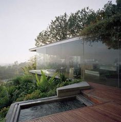 Glass House design - This cool glass wall home in the Hollywood Hills by architect John Lautner blends beautifully into its surroundings This stunning natural home design, enc Tropical House Design, Tropical Houses, Modern House Design, Glass House Design, Modern Glass House, Tropical Paradise, Residential Architecture, Amazing Architecture, Interior Architecture
