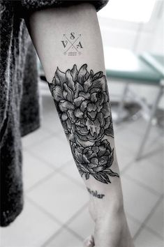 Flower Tattoo On Forearm - Tattoo Gallery Neue Tattoos, Body Art Tattoos, Girl Tattoos, Tattoos For Guys, Tattoos For Women, Tatoos, Tattoo Sleeve Designs, Sleeve Tattoos, Master Tattoo