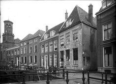 Utrecht op Zondag - 1954 | Kromme Nieuwegracht, met rechts de Jeruzalemstraat.