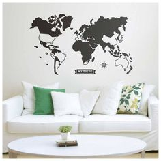 O Adesivo Mapa-Múndi permite destacar os lugares visitados, formando uma composição geométrica moderna e personalizada, perfeito para decorar com memórias de viagens. 100 x 60 cm.