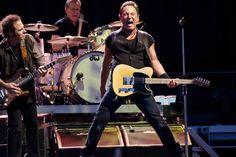 L'energia inesauribile di Bruce #Springsteen allo stadio Franchi di Firenze il 10 giugno 2012. Foto di Antonio Viscido