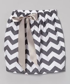Little ones will feel totally groovy in this zigzagging cotton skirt. With its easy elastic waistband and ribbon adornment, it's a surefire way to brighten up any wardrobe.