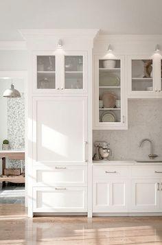 clean white kitchen design / sfgirlbybay
