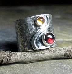 This is a BEAUTIFUL ring by #lavendercottage on #etsy! :-)