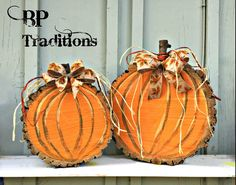 Pumpkins made from wood slices. See these and other products at o… Pumpkins made from wood slices. See these and other products at o…,herbst Pumpkins made from wood slices. Wood Log Crafts, Fall Wood Crafts, Wood Slice Crafts, Fall Crafts For Kids, Pumpkin Crafts, Thanksgiving Crafts, Holiday Crafts, Diy Crafts, Diy Wood
