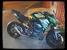 Kawasaki Z800 with custom wrapped stickers
