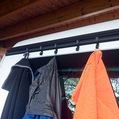 Multirailhaken CLIPPER Mini Camper, Vw Camper, Volkswagen Bus, Vw T5 California Beach, Surf Bus, Campervan Storage Ideas, Hymer, Camper Van Life, Camping Storage