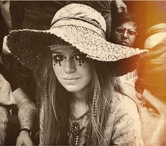 """413 Likes, 3 Comments - 🌻 Flower child 🌻 (@cosmicwoodenship) on Instagram: """"In love with this look 👒💗