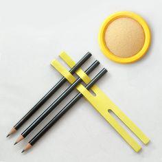 1 finger sponge, 3 pencils, 1 X-band.
