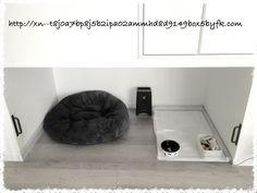 収納下のスペースを活用した犬のお家。広さは一畳。