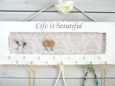 Mur blanc bijoux organisateur / collier par YALIHOMEDECOR sur Etsy