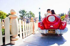 Engagement Photos on itsabrideslife.com #wedding #engagementphotos