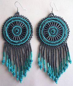 Aretes huichol con turquesa // Huichol beaded earrings with turquoise #ethnic #mexicanart #artemexicano #huicholart #artehuichol #aretes #earrings #handmade #hechoamano #handmadejewelry #jewelry #joyeria #mexico #aramara #turquoise #turquesa #round #medallion #mexico #huichol #nayarit