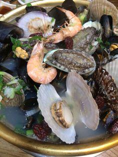 해천탕...강남구 대치동에 있는 쭈동생(쭈꾸미,동태,생태)이란식당의 별미...8만원 해무루아래엔 탉한마리가 잠수중이고 나중에 통문어 한마리 입수함
