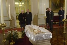 Koningspaar groet koningin Fabiola - Gazet van Antwerpen - Queen Fabiola