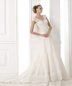 KANDE - Wedding dress in layers of tulle and lace. Collection Wedding Dresses 2015 ATELIER   Pronovias