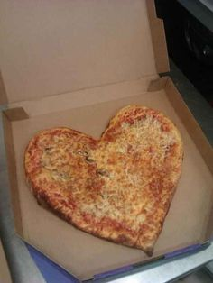 When this A+ girlfriend ordered her boyfriend this custom-made pizza : | The 23 Most Thoughtfully Romantic Gestures Of 2013