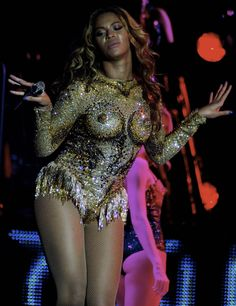 Beyoncé Knowles Kicks Off Her Mrs. Carter Show Tour in Serbia...What is this outfit with the boobz? I'm so confused...