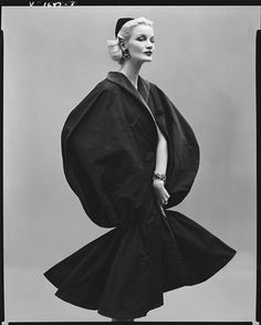 Sunny Harnett in Paris, 1954. Photo: Richard Avedon.
