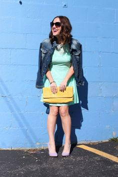 Bloggers Kaitlyn and Lisa from Chicago and Lake Geneva know how to mix colors just right! #ootd #mintdress