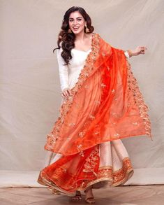 Fashion Show Dresses, Indian Fashion Dresses, Pakistani Dresses Casual, Indian Gowns Dresses, Beautiful Suit, Beautiful Outfits, Indian Wedding Outfits, Indian Outfits, Anarkali Dress Pattern