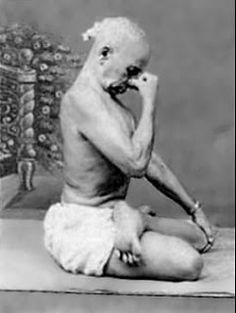 Krishnamacharya ~ Nadi Shodana (Alternate nostril breathing) Pranayama (yoga breathing techniques) http://www.telekinesismadesimple.com