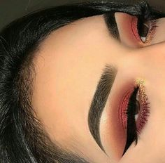 makeup quotes makeup brushes zoeva makeup zodiac sign eye makeup with black dress makeup with glasses makeup cut crease to eye makeup are raccoon eye makeup Cute Makeup, Glam Makeup, Gorgeous Makeup, Pretty Makeup, Skin Makeup, Makeup Inspo, Makeup Inspiration, Makeup Goals, Makeup Tips