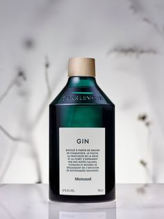 Menaud - Custom Bottle Design & Brand Identity on Behance Glass Packaging, Beverage Packaging, Coffee Packaging, Food Packaging, Alcohol Bottles, Liquor Bottles, Wine Label Design, Bottle Design, Le Gin