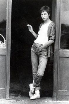 ショートカットのジェーン・バーキンが、トムボーイ的なアティテュードで魅せるこのスタイルもクール。往年の女優たちが魅せる、永遠のノームコア。(Eri Imamura)http://buff.ly/1Iv9QkW