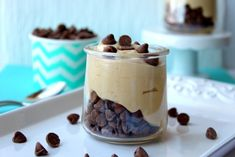 Keto Peanut Butter Mousse is an easy creamy dessert that everyone will love! Easy 5 minute recipe, 5 ingredients, no bake keto dessert! Sugar Free Fudge, Sugar Free Desserts, Sugar Free Chocolate, Keto Dessert Easy, Easy Desserts, Dessert Recipes, Keto Desserts, Recipes Dinner, Keto Snacks