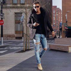 Calça jeans Destroyed. Macho Moda - Blog de Moda Masculina: CALÇA DESTROYED MASCULINA: Como Usar e Onde Comprar Online? Calça Rasgada Masculina, Calça Destroyed Jeans, Calça Masculina Rasgada, Moda para Homens, Roupa de Homem. Chelsea Boot Bege, Casaco com Capuz,