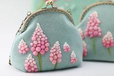 花輪と手作りミント色とりどりフェルトフレームバッグ