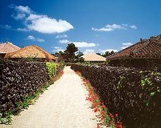 [TAKETOMISIMA]竹富島。最も沖縄らしい町並みが残っている。ビーチは星の砂でも有名。