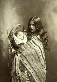 Mother and Child First People: Mother and Child First People:,Bilder und Kultur der amerikanischen Ureinwohner (Native Americans, First Nations) Mother and Child First People: Native American Pictures, Native American Beauty, Native American Tribes, Native American History, American Indians, Native Americans, American Pride, American Quotes, American Symbols