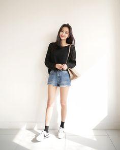 korean daily fashion trend ideas to try now 63 Korean Girl Fashion, Korean Fashion Trends, Korean Street Fashion, Ulzzang Fashion, Korea Fashion, Cute Fashion, Asian Fashion, Daily Fashion, Fashion Spring