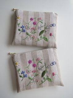 刺繡のフラットポーチ(野の花)W画像1