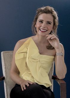 ImageFind images and videos about emma watson on We Heart It - the app to get lost in what you love. Emma Watson Style, Emma Watson Beautiful, Emma Watson Casual, Hermione Granger, British Actresses, Hollywood Actresses, Vestidos Emma Watson, Beautiful People, Beautiful Women