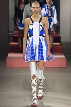See the complete Kenzo Spring 2016 Ready-to-Wear collection.