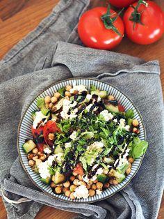 Hurtig græsk frokostsalat med kikærter - EMMA MARTINY Healthy Food, Healthy Recipes, Cobb Salad, Feta, Healthy Foods, Healthy Eating Recipes, Healthy Eating, Health Foods, Healthy Food Recipes