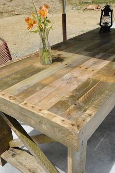 "Patio table made from Pallet wood. Excellent ""how to"" here & some good advice on strippinhg down a Pallet to get the best out of it. Also a link to another Pallet project ; Pallet Crafts, Pallet Projects, Wood Crafts, Diy Pallet, Pallet Ideas, Pallet Designs, Diy Crafts, Diy Projects To Try, Home Projects"