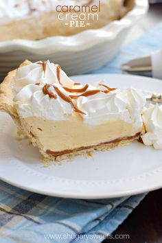 Delicious Caramel Cream Pie made with dulce de leche and cream cheese. This homemade pie crust recipe is easy and flaky and you will love it! Cream Pie Recipes, Tart Recipes, Baking Recipes, Köstliche Desserts, Delicious Desserts, Yummy Food, Plated Desserts, Shugary Sweets, Homemade Pie Crusts